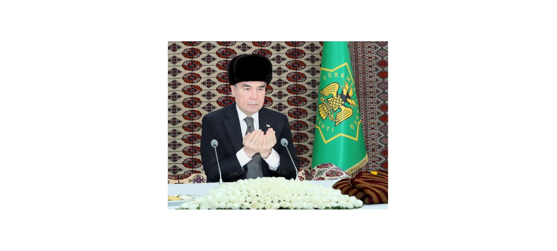 THE PRESIDENT OF TURKMENISTAN GIVES SADAKA IN THE MAIN MOSQUE OF DASHOGUZ VELAYAT